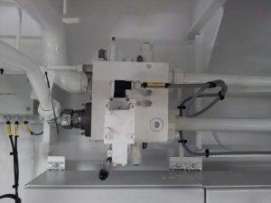 Hydraulic manifold on a vessel
