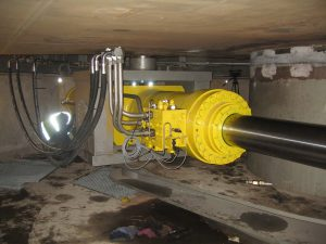 Hydraulic turning cylinders and manifold to open the Mackenstreet bridge