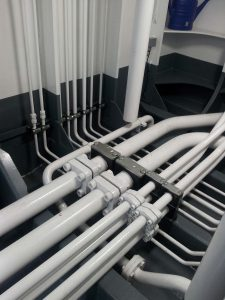 Hydraulic piping on board of a CSD