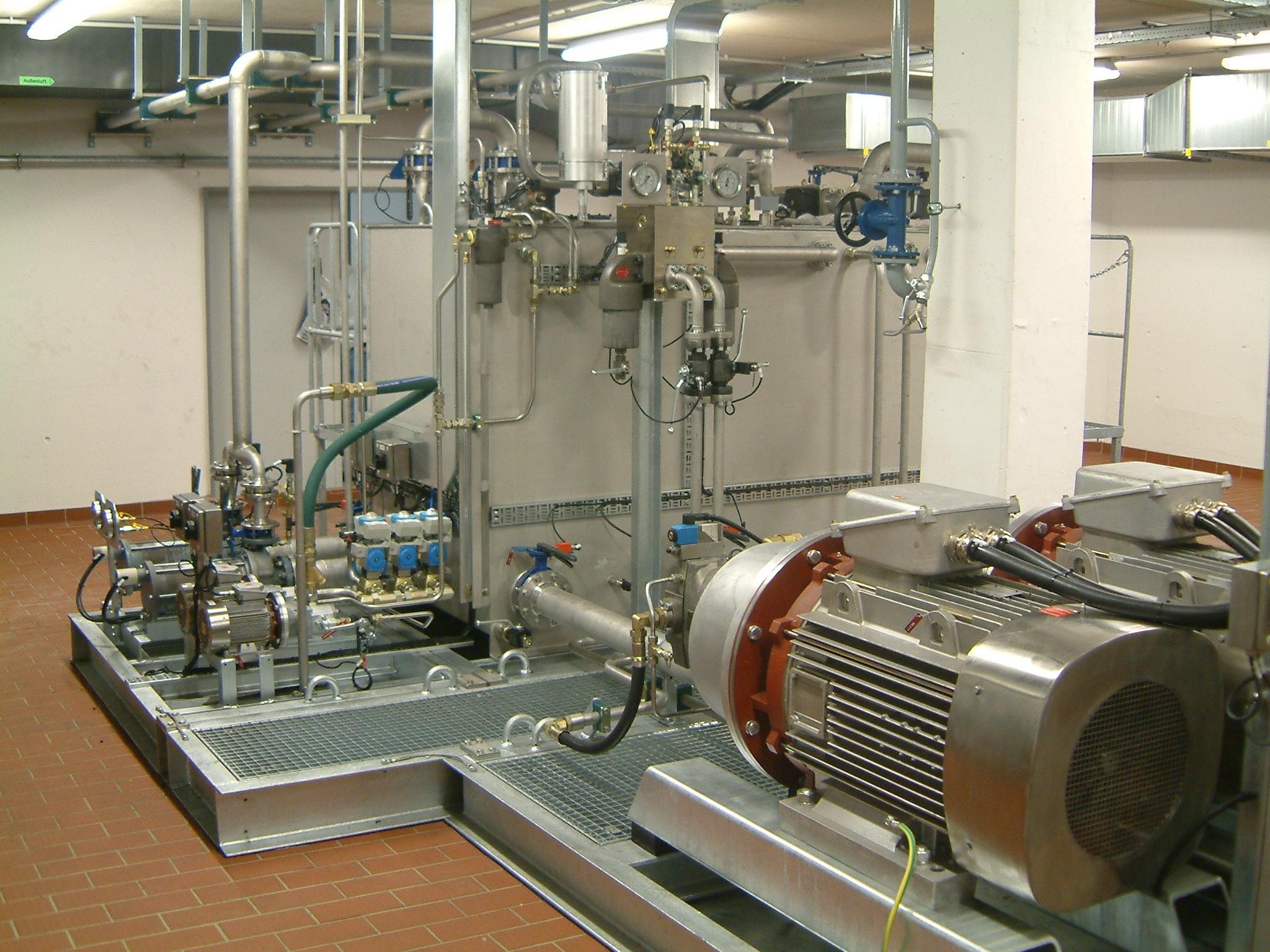 Hydraulic system for aircraft hangar