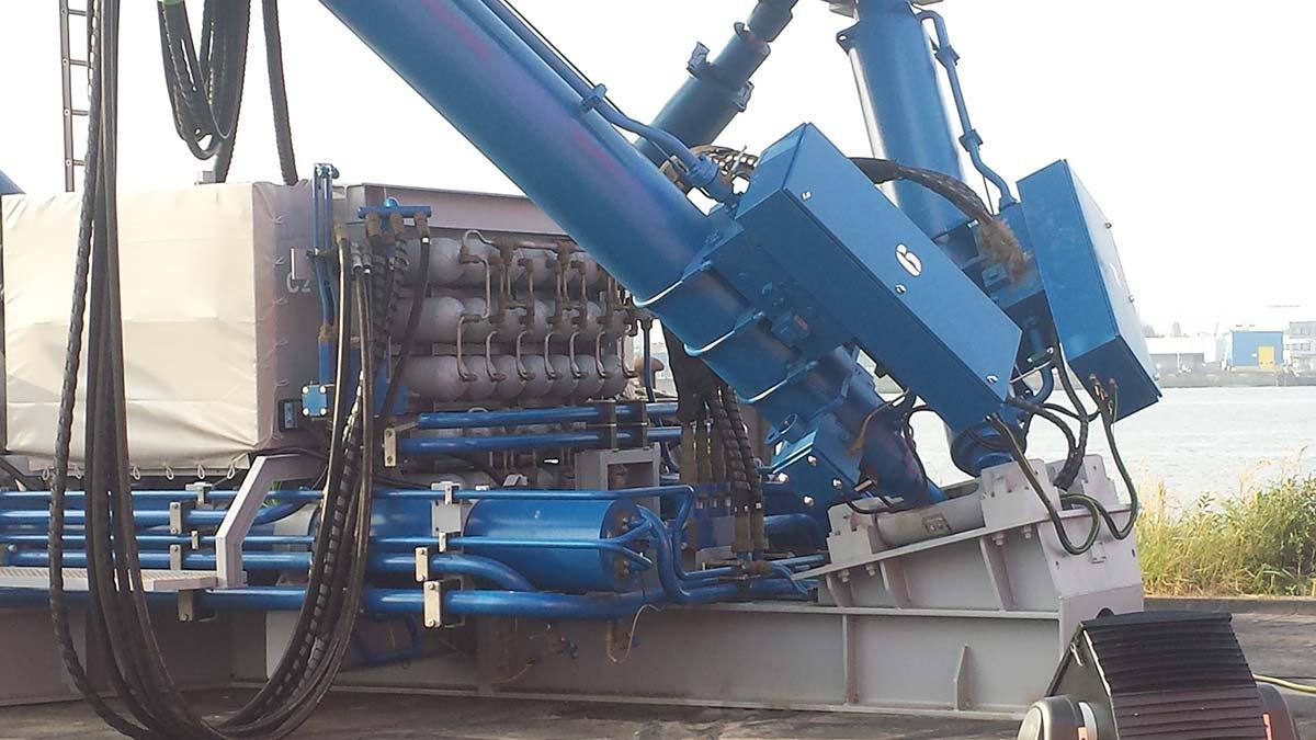 Piston accumulator with nitrogen station
